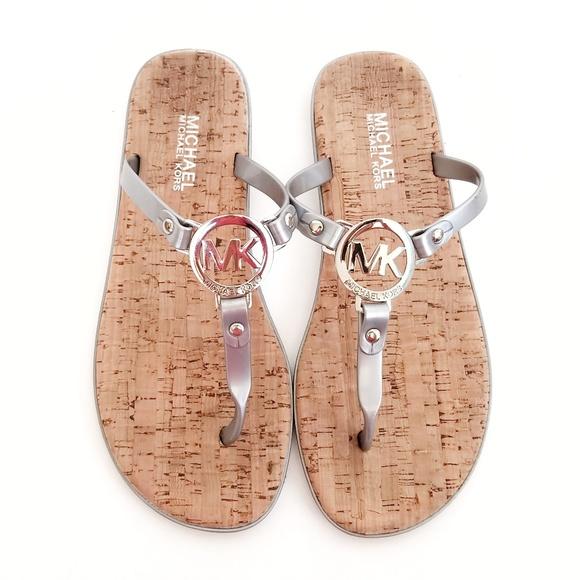 eb8d5ba33c39a Michael Kors MK Charm Jelly Flip Flop Sandal Sz 8.  M 5ac38980c9fcdfc604b34ca2